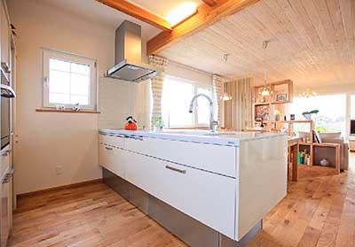 ヴァルト川中島予約制展示場:屋内写真 シンプルで機能的なキッチン