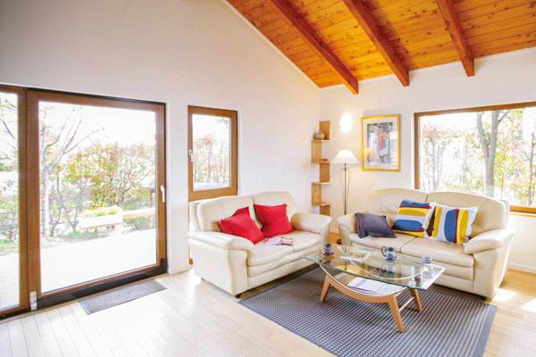 ドイツ式高断熱サッシ、パッシブデザイン、パヴァテックス断熱気密システムを導入したヴァルトの複合断熱で建物自体が省エネ性・快適性・遮音性を備えたヴァルトの家。